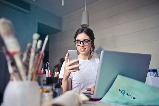 digital-handy-notebook-blaulichtfilterbrille